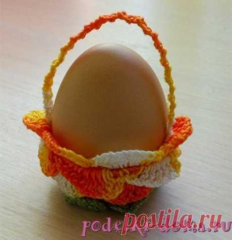 Подставки для пасхальных яиц, вязаные крючком. Мастер-класс    Многие рукодельницы, которые умеют  вязать крючком, в преддверии светлого праздника Пасхи придумывают  разнообразные способы украшения я...