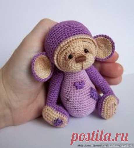 Данное описание вязанной игрушки поможет вам связать маленькую, но очень милую обезьянку крючком. В год Обезьяны это создание отлично сыграет