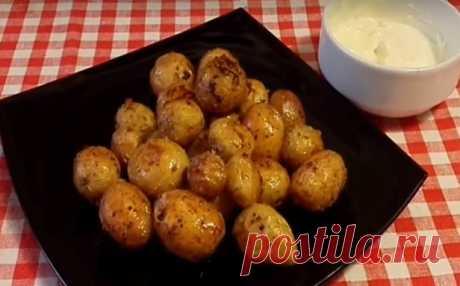Запеченный молодой картофель в духовке в кожуре
