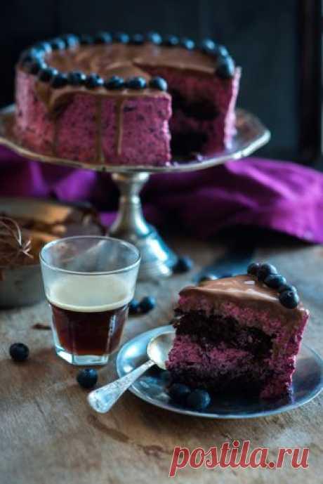 La torta de chocolate con la espumilla de arándano - something sweet to a cup of coffee
