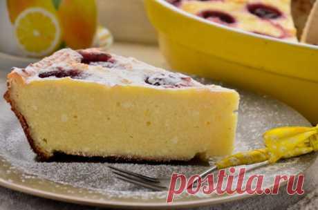 Творожная запеканка с замороженной вишней Творожная запеканка с вишней – простой, полезный и очень вкусный десерт. Радует то, что вишня для запеканки подойдет как свежая, так и замороженная – таким образом любимое блюдо можно приготовить в любое время года...