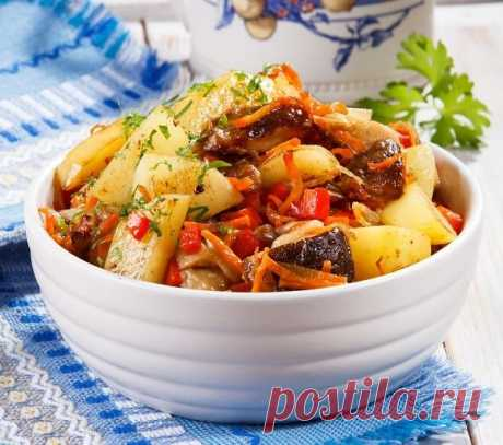 Жареный картофель с грибами, сыром и овощами. Рецепт