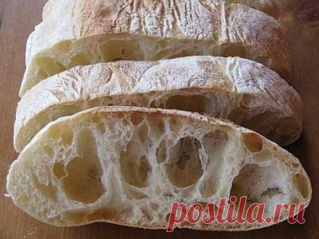 Чиабатта- рецепт приготовления итальянского хлеба  Чиабатта – это итальянский хлеб с хрустящей корочкой, воздушной мякотью и характерными большими дырками. Родившись в самой маленькой провинции Италии Лигурии, сегодня чиабатта приобрела поистине всемирную известность. Приготовить чиабатту несложно, но нужно знать некоторые тонкости, которыми я и хотела бы с вами поделиться.  Существует несколько методов и множество рецептов чиабатты. Предлагаемый мной вариант приготовления...