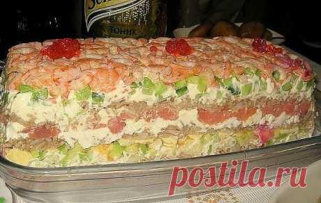 САЛАТ «СУШИ» - НЕВЕРОЯТНО ВКУСНО, НЕ ОТЛИЧИТЬ ОТ НАСТОЯЩИХ!  Этот салат идеально подходит для любого праздника - гости будут в восторге, ведь салат по вкусу очень напоминает самые настоящие суши. Ингредиенты:  Слабосолёная красная рыба (её можно купить, а можно засолить дома в соевом соусе) - 300 гр.,  рис — 300 гр.,  свежие огурцы — 2 шт.,  большая морковь — 1 шт.,  яйца — 4 шт.,  большая фиолетовая луковица,  пучок зелёного лука,  пучок укропа,  васаби (Васаби, который т...