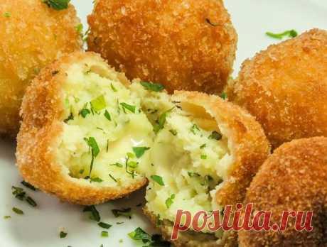 Картофельные крокеты с сыром - пальики оближите Ингредиенты: картофель 500 грамм сливочное масло 70 грамм молоко 30 мл. твердый...