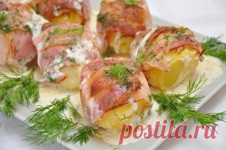 Картошка в беконовой одёжке в соусе — хитрый способ вкусно накормить гостей