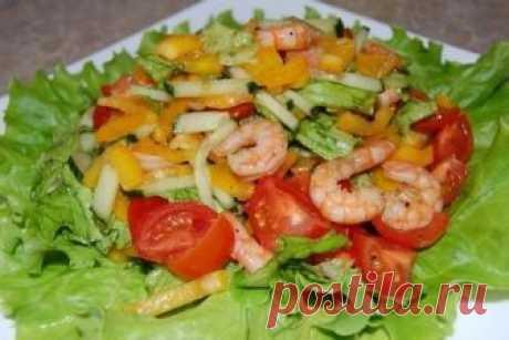 Легкий креветочный салат с овощами