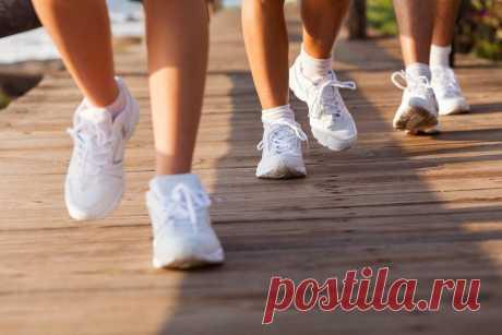 Почему ходьба это самое полезное физическое упражнение О том, что заниматься физическими упражнениями полезно, знают все. Однако многие люди жалуются, что нет возможности ходить в тренажёрный зал или фитнес — клуб. Существует одно универсальное упражнение, которое подойдет всем без исключения. К тому же, оно ещё бесплатно и абсолютно доступно. Таким физическим упражнением является ходьба. Учёные провели ряд исследований, в результате которых доказали …