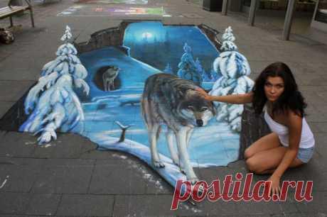 Искусство, живущее на тротуарах Madonnari — один из видов уличного искусства, очень популярного в мире. Рисунки сделаны на тротуаре и искажены таким образом, что появляется иллюзия трехмерного объекта, когда смотришь на рисунок с определенной точки.