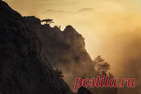 Закат в Долине привидений, Крым. Автор фото — Дмитрий Купрацевич: Доброй ночи и хороших выходных.