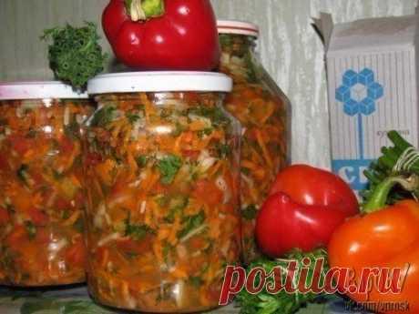 4 рецепта заправок для супов  Заправка для борща  Ингредиенты: -1,5 кг свеклы, -800 г моркови, -2 кг белокочанной капусты, -1 кг помидоров, -600 г репчатого лука, -300 мл воды, -500 мл растительного рафинированного масла, -100 мл 9% уксуса, -3 столовые ложки сахара, -2 столовые ложки соли, -перец горошек, -немного корня петрушки и лаврового листа для аромата.  Приготовление: Овощи следует очистить. Морковь и свеклу измельчить при помощи крупной терки. Капусту нашинковать с...