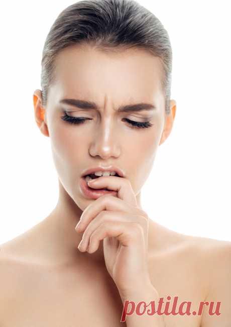 Какой макияж делает женщину старше: 9 мейкап-ошибок, которые старят Рассказываем про макияж, который старит женщину - какие техники, текстуры и оттенки делают нас старше. Узнайте как без ошибок сделать правильный контуринг лица, мейкап глаз и губ.
