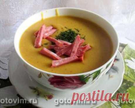 Суп пюре из чечевицы в микроволновке. Рецепт с фото Чечевица достойная альтернатива гороху. Преимущество её в том, что она не только легче усваивается организмом, но и варится быстрее. Особенно это относится к красной чечевице. Из неё получаются отличные супы и гарниры. Предлагаем простой рецепт супа-пюре из чечевицы, который можно включать в диетическое меню. Все овощи готовятся в микроволновке практически в своём соку. Улучшает вкус супа небольшой кусочек сливочного масл...