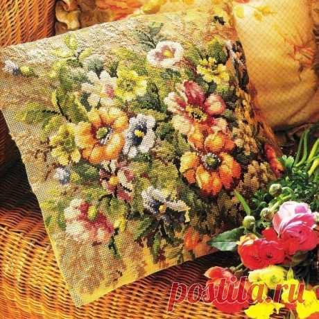 Вышивка очень красивой наволочки с цветами — DIYIdeas
