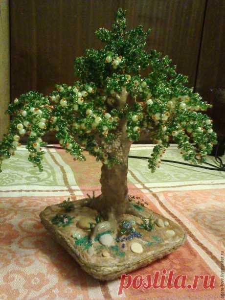 Мастерим декоративную яблоню из бисера