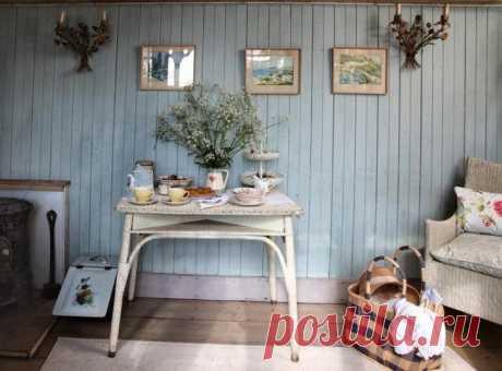 Реставрация бабушкиного стола Для многих людей старая мебель представляет собой серьезную головную боль- и выкинуть бывает сложно, а использовать не получается, так как старая мебель не вписывается в новый интерьер.Вот и приходить...