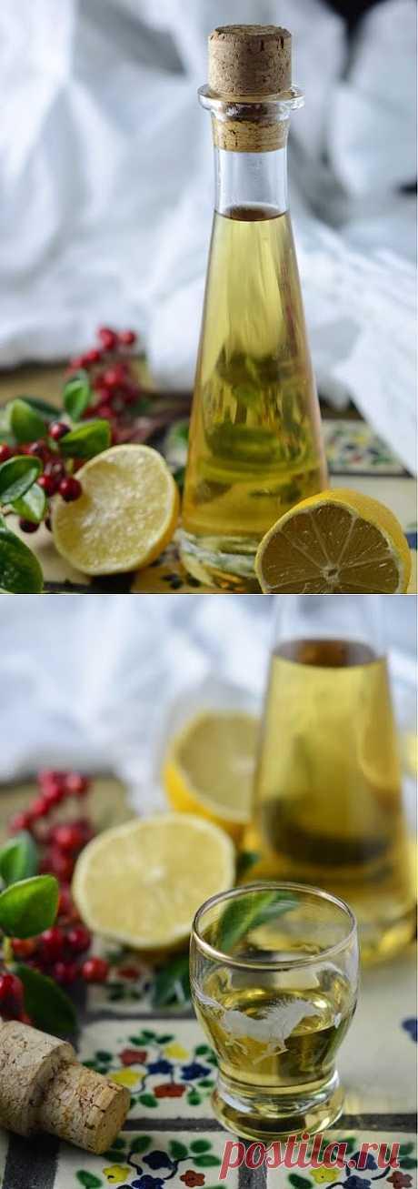 InVkus: Лимончелло за 24 часа  Поесть вкусно на Новый Год - важное мероприятие, приятным дополнением которого станут изысканные напитки. Классический итальянский лимончелло - один из них, на мой взгляд. Этот ликер готовится элементарно. Его нужно настоять всего 24 часа и подавать на стол.