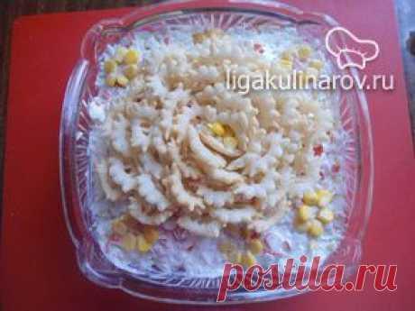 Салат кукурузный с чипсами и крабовыми палочками – рецепт с фото от Лиги Кулинаров, пошаговый рецепт
