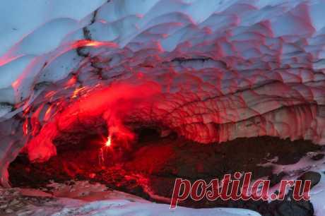 Снежные пещеры Камчатки