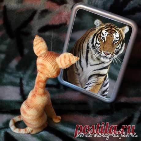 Кот Тигр. Стихотворение про кота, который очень хочет быть тигром. Кот связан крючком. #КотТигр #Стихотворениепрокота #кот #крючок #игрушка #вязание #вязанаяжизнь #вязанаяигрушка #вязаныйкот #амигуруми #амигурумикот,