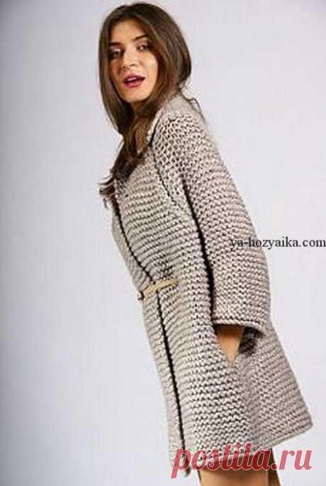 Стильное пальто спицами крупным узором. Модное вязаное пальто спицами 2017
