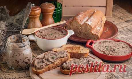 Настоящий домашний паштет необходимо хранить в прохладном месте: холодильнике, погребе или на балконе – но не более 6 месяцев. Открываете баночку, делаете бутерброды – и наслаждаетесь неповторимым вкусом изумительной закуски. Да и пирожки с ее помощью легко сделать: положили начинку – и все готово. В моей семье любят макароны с таким «фаршем»: и сытно, и вкусно – и готовить просто.