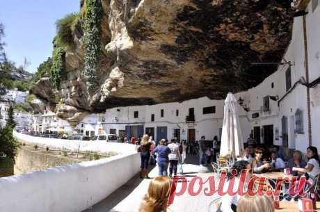 Город под скалой, Сетениль-де-лас-Бодегас, Испания.