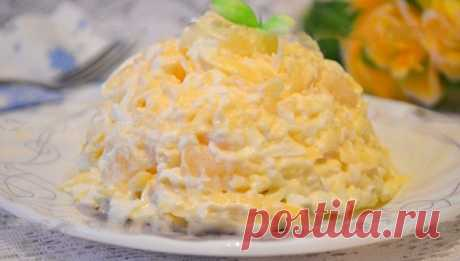 Салат с ананасами, сыром и чесноком