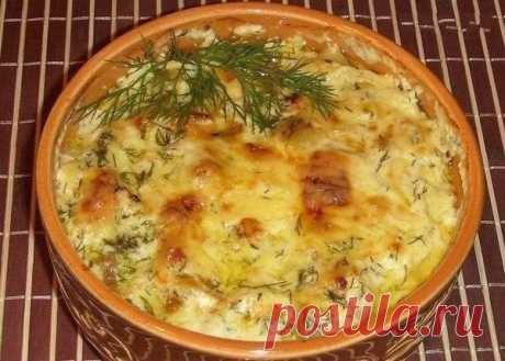 Картошка с курицей и грибами под соусом в глиняных горшочках — Мегаздоров