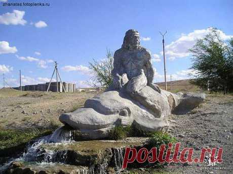 Скульптура в г. Жанатас Джамбульской обл.
