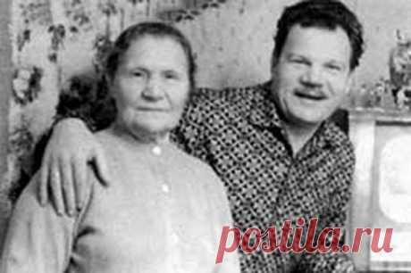 Михаил Пуговкин с мамой