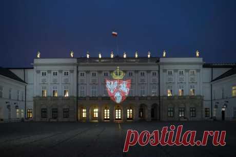 Фотофакт. В Польше день похорон повстанцев отметили иллюминацией на президентском дворце - Салiдарнасць