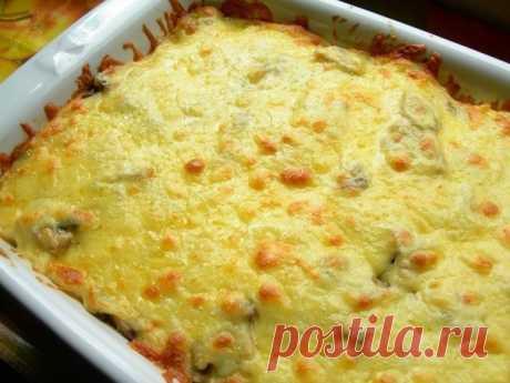 Картофельная запеканка Ингредиенты:-Картофель — 1 кг-Сметана — 250 г-Сыр — 200 г-Лук репчатый — 2 шт.-Соль, перец — по вкусуПриготовление: 1. Приготовить картофельную запеканку очень легко. Для начала нужно сварить картофел…