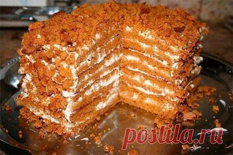 Простой медовый тортик, для тех, кто не любит раскатывать тесто Простой медовый тортик, для тех, кто не любит раскатывать тесто. Легко готовится, очень вкусный и нежирный. Безумно вкусный крем и воздушные медовые коржи.       Ингредиенты и приготовление:   В кастрюльку кладем 100 гр. маргарина, 1 стакан сахара, 2 ст. л. мёда, 1 ч. л. соды.  Ставим на