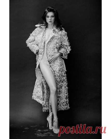 «Дали отопление»: Екатерина Шпица без нижнего белья взорвала Инстаграм
