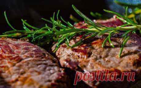 Жареное мясо  Кто не любит жареное мясо, тот дальше не читает, потому что тут речь пойдет об очень вкусном мясе! Кажется, ничего нет проще - бросил сковороду и жарь себе до готовности... Но это не так, ибо пожарить вкусно мясо - это целая наука.