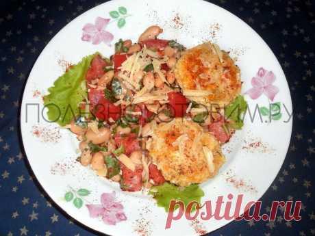 Фасолевый салат с мини-сырниками: интрига и приятное удивление 😋 Это блюдо для тех, кто не боится экспериментов 🤭Фасолевый салат с сырниками - сытное и необычное блюдо. Приятное сочетание из столь разных продуктов 👍