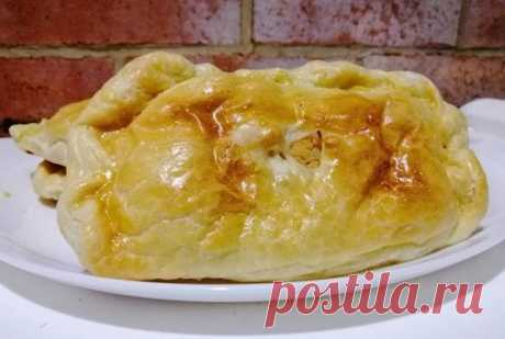 Самса!  Ингредиенты: Слоёное тесто 1пачка Куриное филе 1шт Яйцо 2шт Свинина ~450гр Лук 1/2шт Томатная паста 1/2ч.л Майонез 4ч.л Соль и перец по щепотке  Жарим свинину и филе на медленном огне под крышкой. Когда мясо поменял цвет, добавляем соль, перец и жарим под крышкой ещё минут 15. Затем добавляем лук, томатную пасту и ещё пару минут, можно с открытой крышкой.  Когда это немного остынет, закладываем в блендер и перемалываем с 1 яйцом. Затем размороженные Слоёное тесто (...