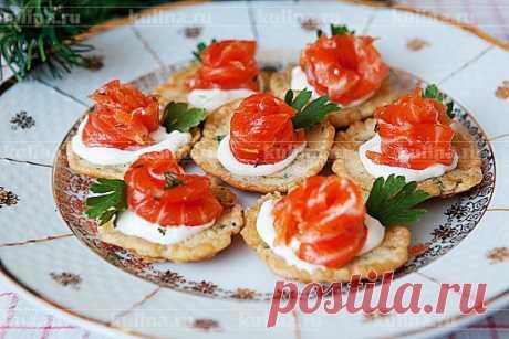Закуска из яичных блинчиков и форели – рецепт приготовления с фото от Kulina.Ru