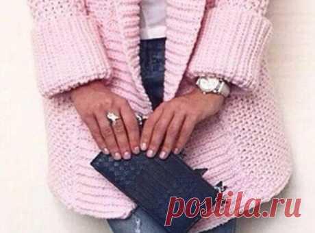 Вязание кардигана крупной вязкой спицами Женственный кардиган связан из пряжи розового цвета спицами. Такой кардиган выглядит необыкновенно...