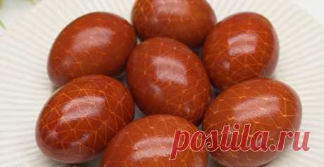 Бинт и шелуха: идея оригинального окрашивания яиц на Пасху (без использования химии)