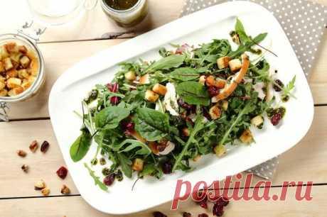 Зеленый салат с копченой курицей и сухариками – пошаговый рецепт с фото.