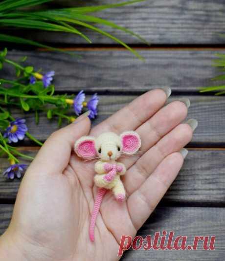 Вязаные мыши и крысы крючком, 60 игрушек со схемами и описанием