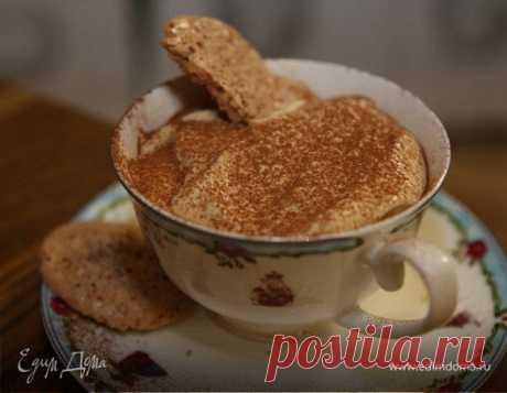 Узнайте, как приготовить капучино в домашних условиях. Видеорецепт десерта из творога, какао и миндального печенья найдете на сайте «Едим Дома»