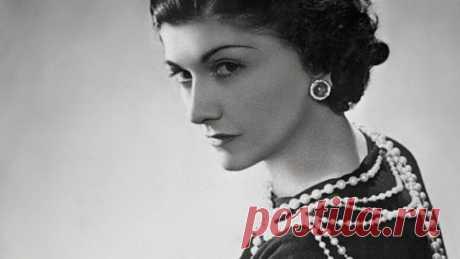 10 потрясающих правил Coco Chanel 10 потрясающих правил Coco Chanel Коко Шанель — удивительная женщина, которая перевернула с ног на голову индустрию моды. Эта великолепная женщина облегчила нам жизнь! Именно она впервые надела брюки …