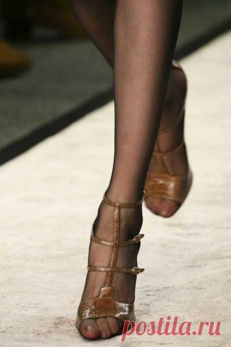Можно ли носить босоножки с колготками: модные советы. Женский интернет-журнал Delafe.ru