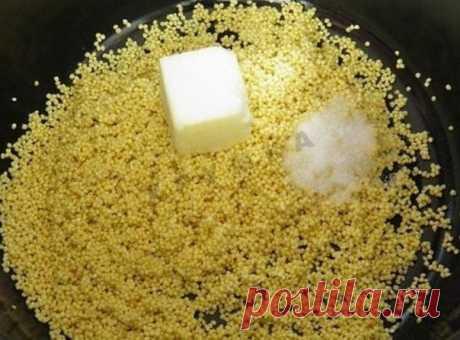 Теперь пшено готовлю только таким способом! Оно получается рассыпчатым, нежным, буквально тает во рту!!! (а не прилипает, как обычно)   Рскрываем 4 секрета его приготовления    Теперь пшено готовлю именно так! Ингредиенты  1 стакан пшенной крупы 3 стакана воды 50 г сливочного масла сахар соль Секрет № 1. Крупа имеет масла и пыль, которые оседают в выемках каждой крупинки и склеивают крупинки при варке. Наша задача избавиться от этих масел и крупяной пыли. Как же это сделат...