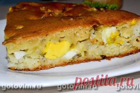 Заливной пирог на кефире с рисом, луком и яйцом. Рецепт с фото Заливной пирог - это пирог, в котором жидким тестом заливают начинку и запекают в духовке или мультиварке. По консистенции тесто для заливных пирогов очень похоже на тесто для оладий, и для замеса обязательно используются кисломолочные продукты: кефир, сметана, простокваша, йогурт. Начинка для пирога может быть абсолютно любая. В этом рецепте начинку для заливного пирога готовят из риса, жареного лука и вареных...