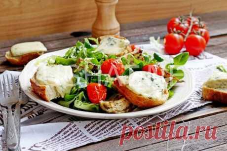Салат с баклажанами, гренками и сыром дор блю. Рецепт с фото • Кушать нет