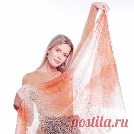 Платок Пуховый платок ручной работы палантин ажурный, бежевый с переливом, 200 х